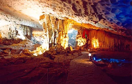 Thien Cung Cave - Halong Bay, Vietnam